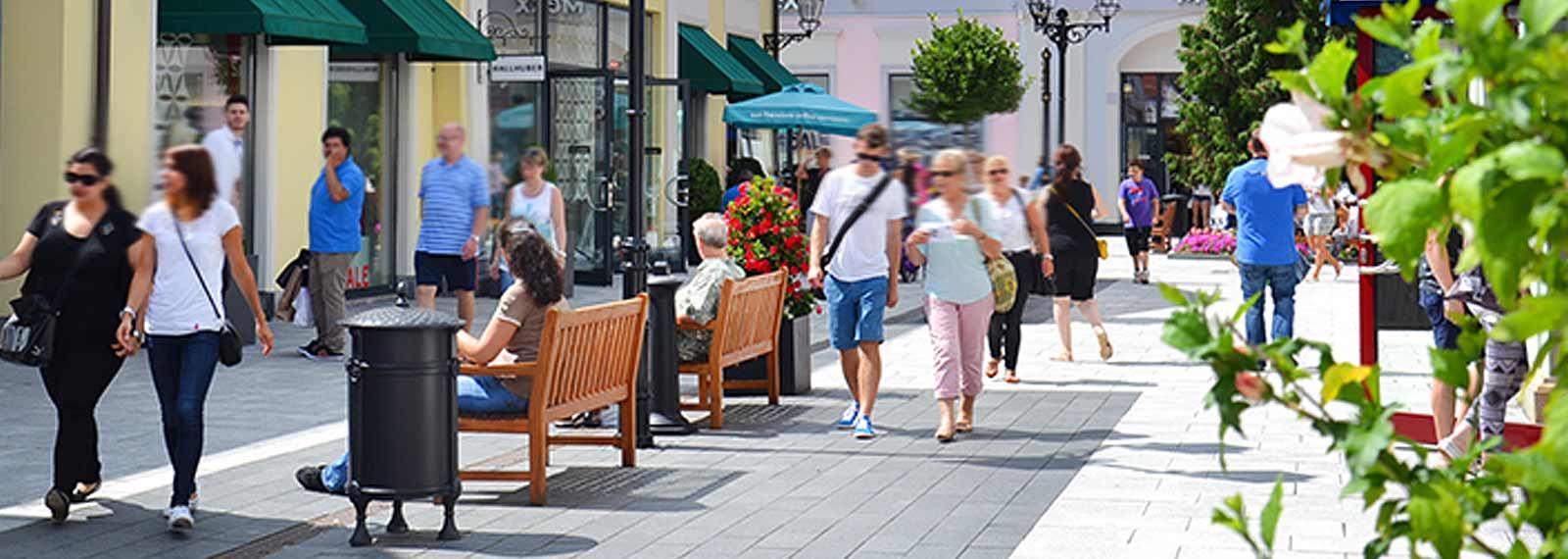 designer outlet berlin b5 crowne plaza berlin city centre. Black Bedroom Furniture Sets. Home Design Ideas